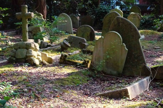 London - The Last Day - Highgate Cemetery - Photo by Mister